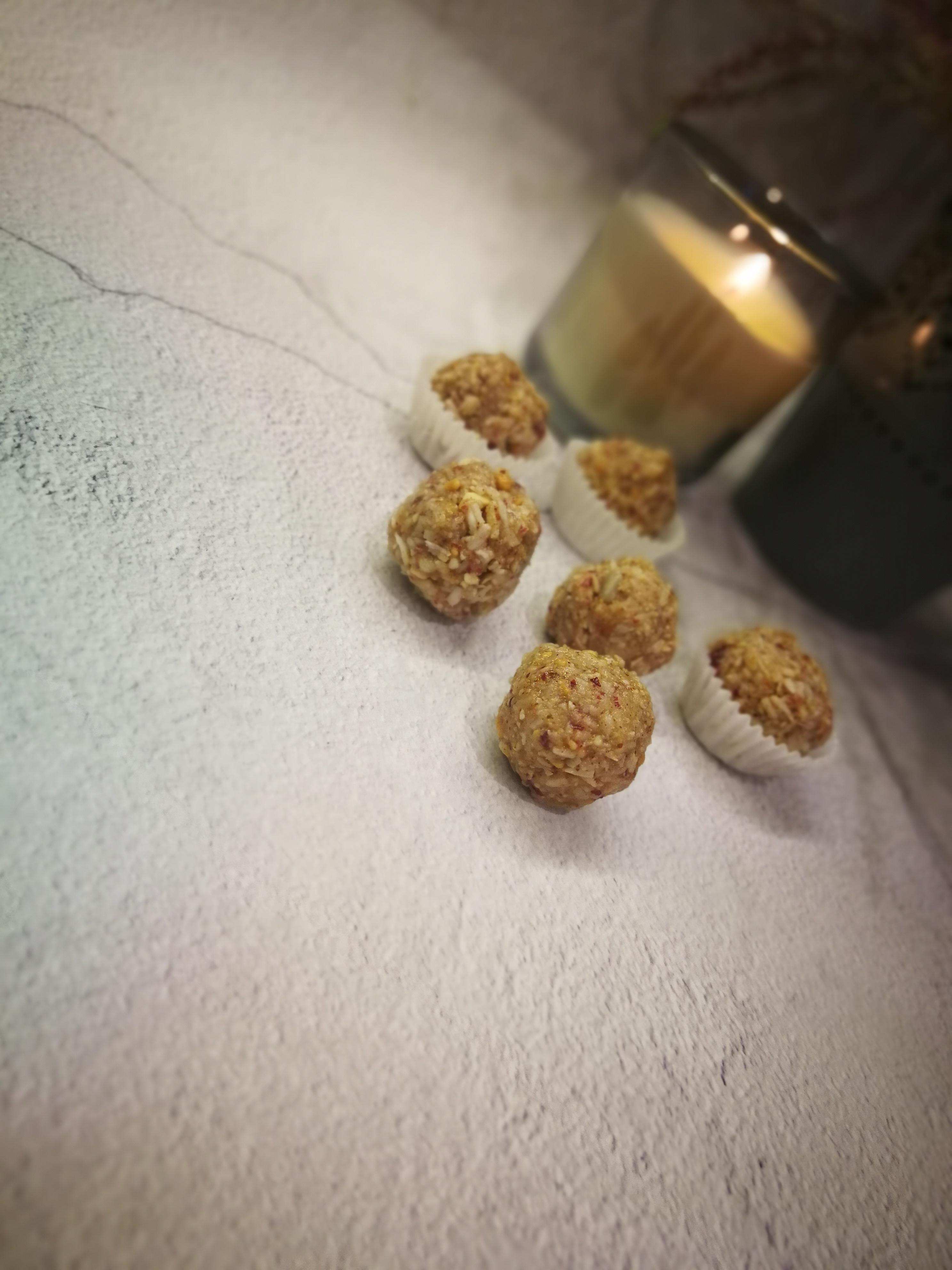 Riešutų – kokosų energetiniai rutuliukai